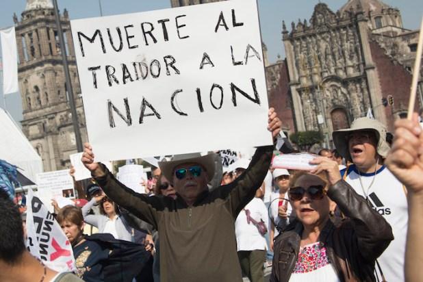 """Suman 12 días de movilizaciones en el país en contra del """"mega gasolinazo"""" y para exigir la renuncia de EPN. Foto: Cuartoscuro"""