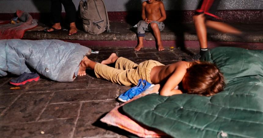 ap19168168925797 - Las nuevas restricciones de Trump a las solicitudes de asilo ponen en riesgo a las familias vulnerables: ACNUR