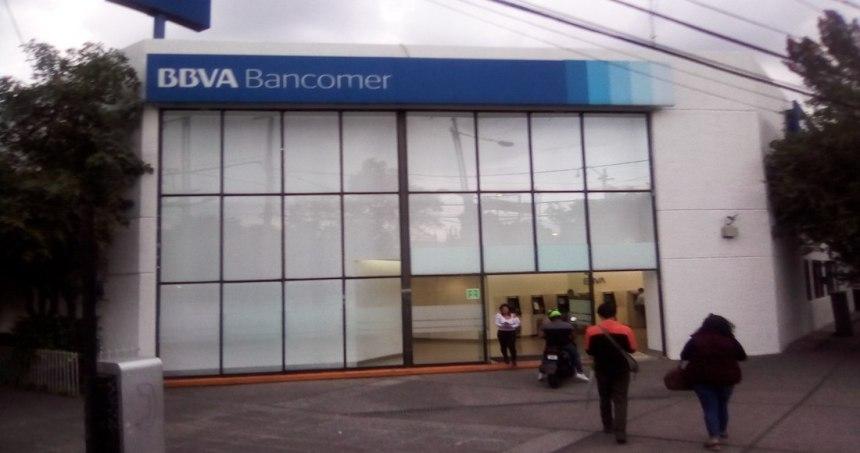 """bancomer - VIDEO: """"Por si las moscas, guarden sus cosas"""", dice el chofer. Están a punto de ser asaltados en Edomex"""