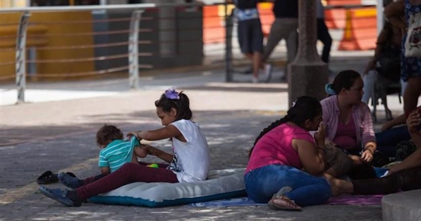 migrantes 1 - Telemundo revela que miles de niños fueron robados de México y Guatemala para ser vendidos