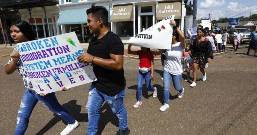 """migrantes protesta - Más de 300,000 firman para renombrar la calle donde está la Torre Trump y ponerle """"Barack Obama"""""""