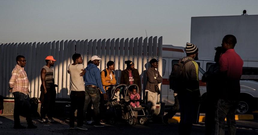 """migrantes 2 - Policías de Ciudad Juárez extorcionan a migrantes cubanos a cambio de no """"deportarlos o matarlos"""""""