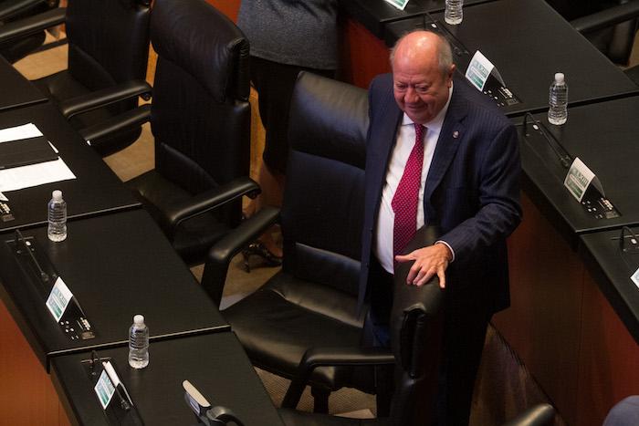 Carlos Romero Deschamps en una sesión del Senado.