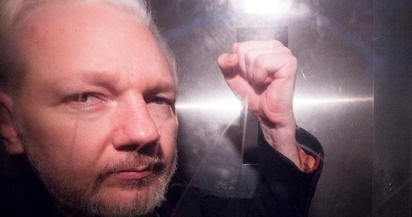 julian assange - Juez de EU ordena libertad inmediata de Chelsea Manning después de intento de suicidio en prisión - #Noticias
