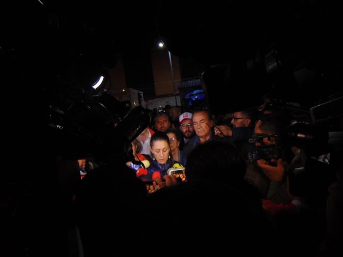 Claudia Sheinbaum, Jefa de Gobierno de la Ciudad de México, informando sobre el choque. Foto: Carlos Vargas, SinEmbargo