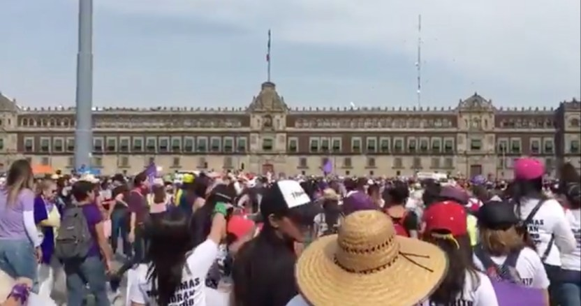 """marchs mujeres arribo al zocalo - Mujeres salen a defender sus derechos en Brasil; acusan a Bolsonaro de """"incentivar el machismo y la violencia"""" - #Noticias"""