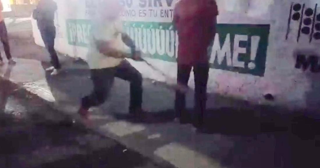 Castigan con palazos en Teloloapan a jóvenes que no se quedaron en casa.