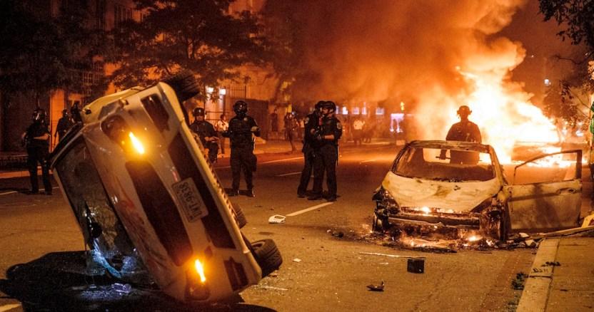 eu - Empleados de un restaurante de tacos en EU se niega a atender a policías que vigilaban protestas