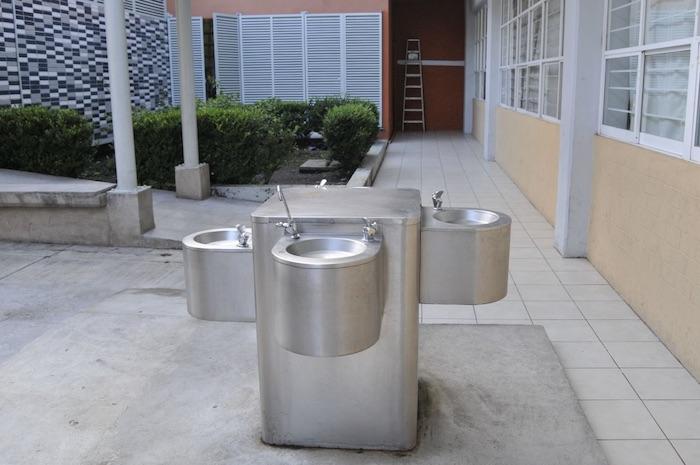 bebedero - El agua entubada en escuelas de 28 estados llega con bacterias fecales, exhiben miles de análisis