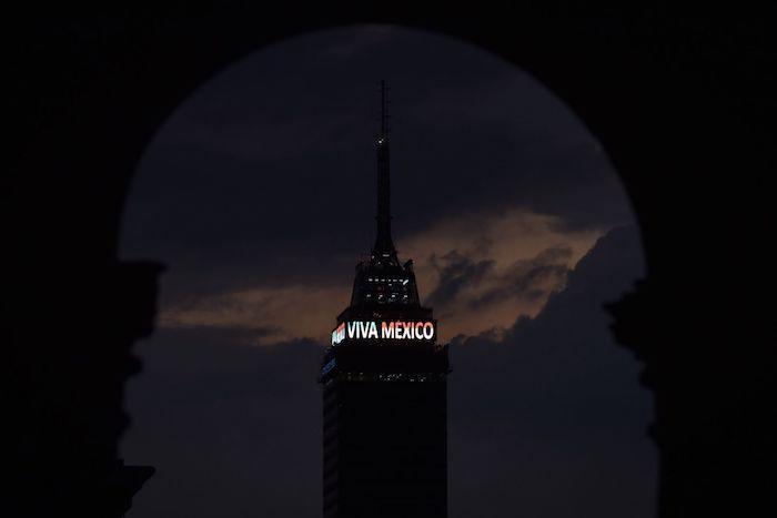 """cuartoscuro 776937 digital - AMLO da Grito de Independencia inédito en 153 años: """"¡Viva la esperanza en el porvenir!"""" (VIDEO)"""