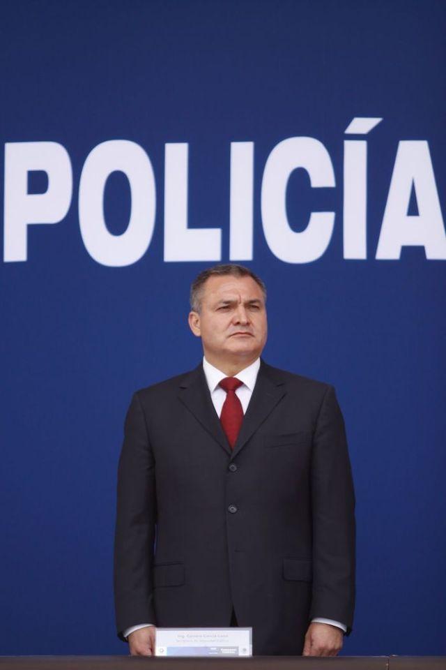 Genaro García Luna, Secretario de Seguridad Pública en el sexenio de Felipe Calderón, acudió a la ceremonia de reconocimientos al valor y al mérito de la Policía Federal en el Centro de Mando, en 2010.