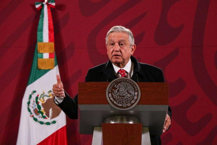 El Presidente aseguró que Esteban Moctezuma seguirá al frente de la SEP hasta que termine el trámite para su nuevo cargo. Foto: Galo Cañas, Cuartoscuro