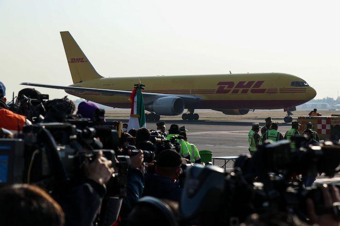 Imagen del avión que trasladó las vacunas de Bélgica a México.