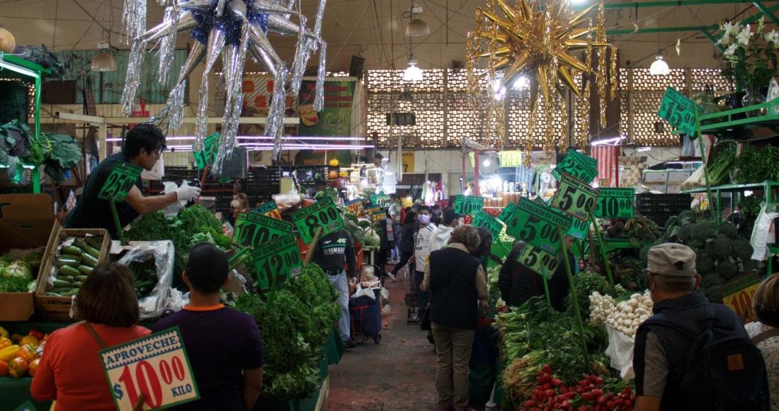 mercado-mexico-diciembre-piñatas-frutas-verduras