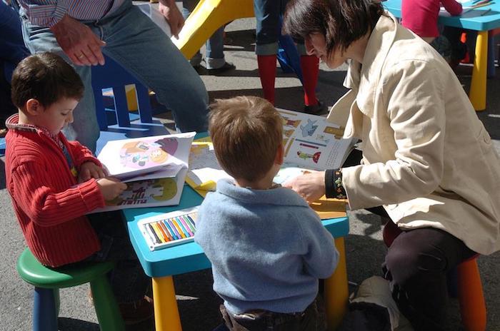 Foto niños en escuelas