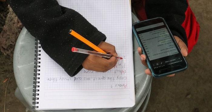 Aspectos del uso del celular por parte de un niño, tras el regreso a clases a distancia.