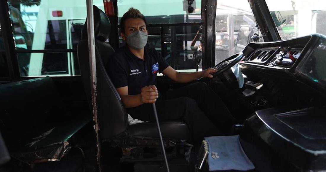 Foto conductor de autobús de las vacunas COVID-19 en Xochimilco.