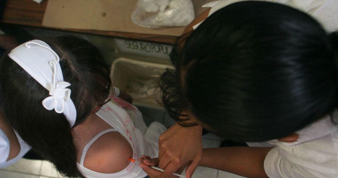 Las vacunas contra la COVID-19 existentes aún no han sido aprobadas para aplicarse en niños. Foto: Cuartoscuro.