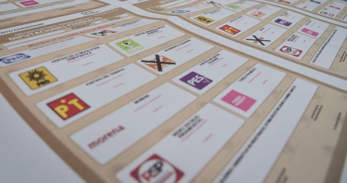El Instituto Nacional Electoral (INE) dio inició a la distribución de las 102 millones de boletas electorales y material de casillas para los comicios del próximo 6 de junio.