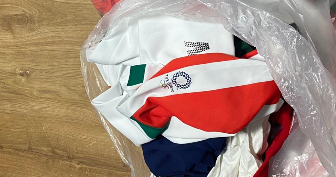 Jugadoras de sóftbol de la Selección Mexicana tiran uniformes olímpicos; la mayoría son mexicoamericanas
