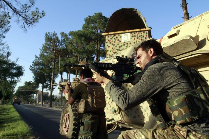 ap21216635626319 scaled - Talibán captura Mazar-e-Sharif, ciudad clave en el norte de Afganistán