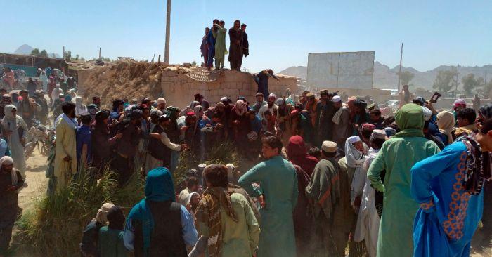 eu mantiene distancia en luchataliban fuerzas afganas afganistan ap - Talibán captura Mazar-e-Sharif, ciudad clave en el norte de Afganistán