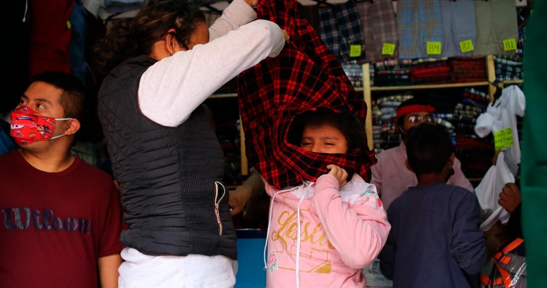 """México reabre aulas mientras lidia con el virus; es un """"ensayo general"""", híbrido"""