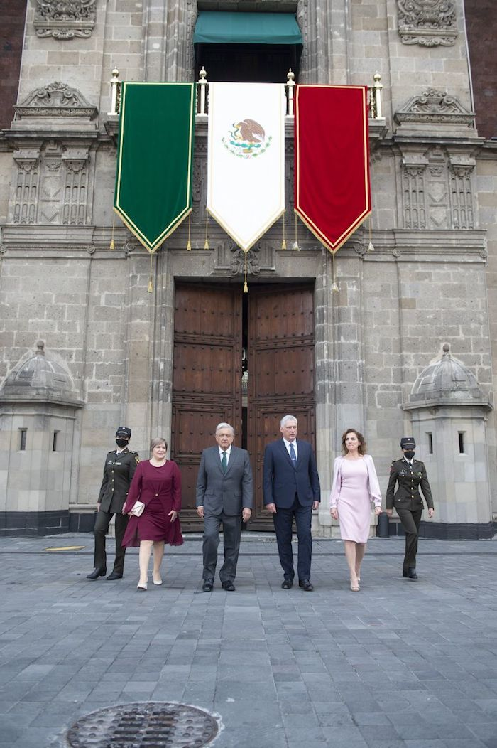 Andrés Manuel López Obrador, Presidente de México, encabezó la parada militar por la conmemoración de los 211 años del Grito de la Independencia, en el Zócalo.