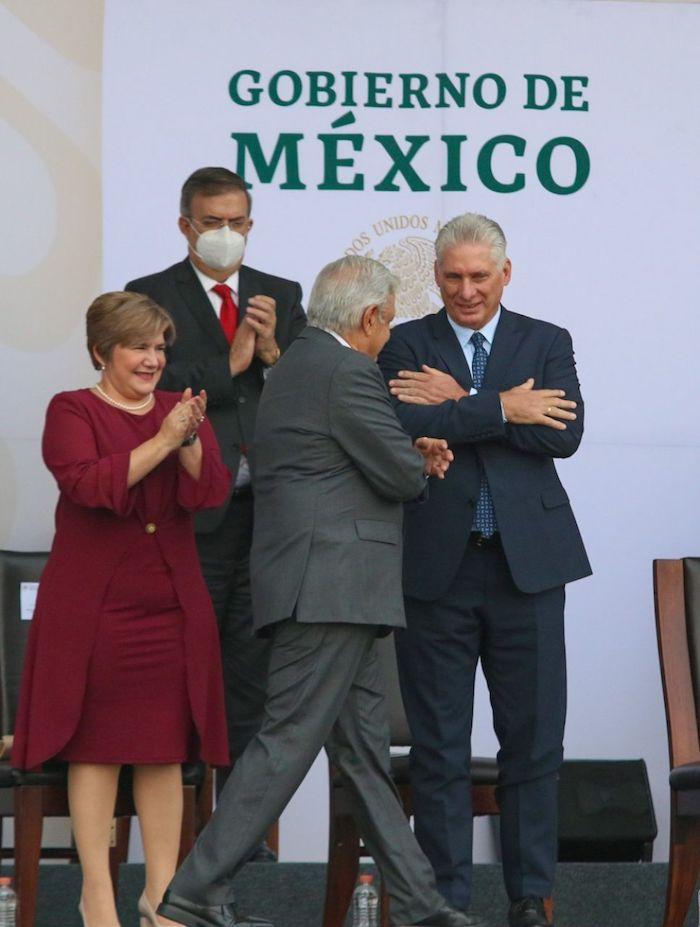 Andrés Manuel López Obrador, Presidente de México, encabezó la parada militar por la conmemoración de los 211 años del Grito de la Independencia, en el Zócalo. Lo acompañó Miguel Díaz-Canel, Presidente de Cuba.