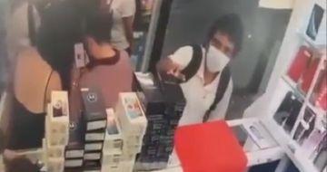 Atrapan y golpean a ladron de celular