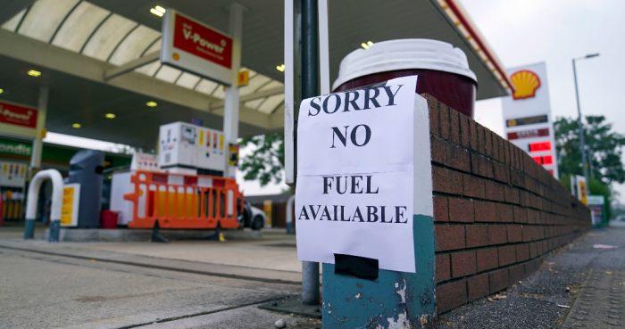 Un letrero que anuncia que no hay gasolina, el domingo 26 de septiembre de 2021, en una gasolinera de Bracknell, Inglaterra. Foto: Steve Parsons, PA vía AP