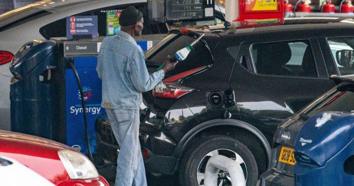 Automovilistas en una gasolinera en el sureste de Londres el 25 de septiembre del 2021.