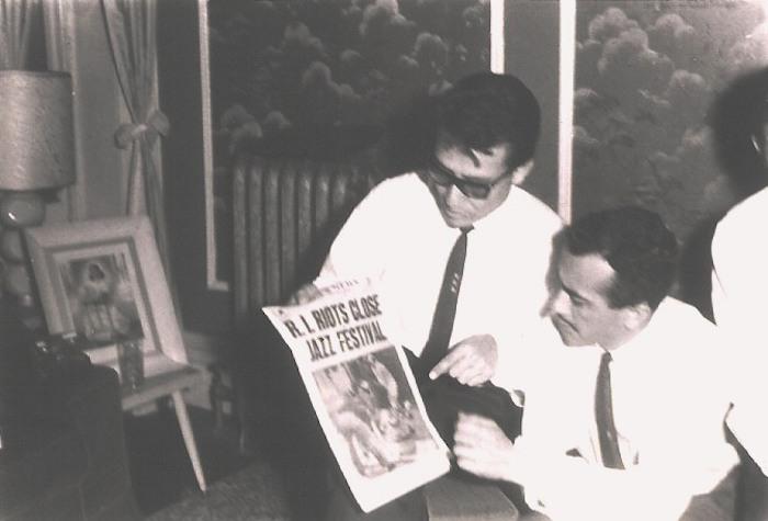 Tino Contreras en Nueva York con José Luis Durán, presidente de los ocho Festivales Nacionales de Jazz México. Años 60.