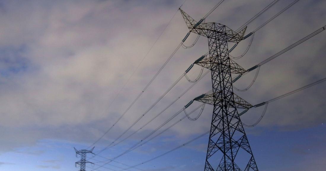 Torres de trasmisión de energía eléctrica de la Comisión Federal de Electricidad (CFE) en los cañaverales del municipio de Cuautla, Morelos.