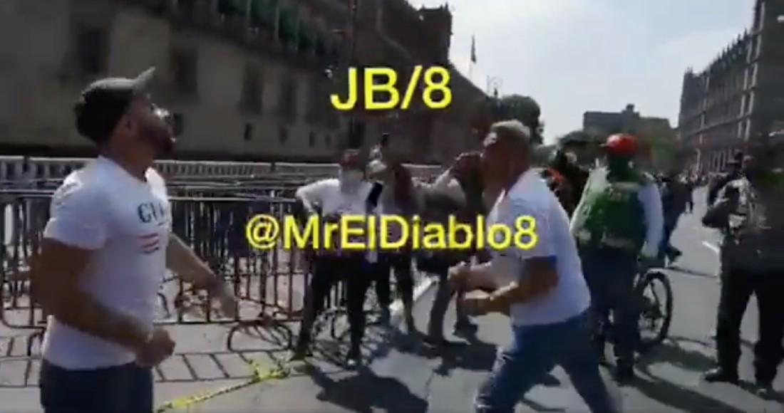VIDEO FUERTE: Seguidores de FRENA concluyen marcha a golpes frente a Palacio Nacional