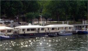 Boat ride dates in Paris