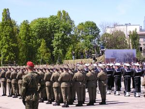 soldiers lined up in uniform