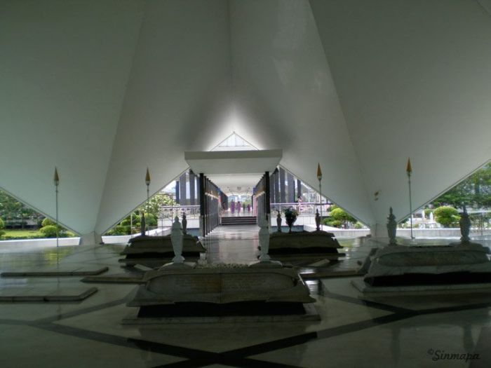 Mausoleo en Mezquita Nacional, KL Kuala Lumpur - ¿Qué ver y qué hacer?