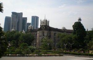 Contrastes arquitectónicos en KL, Malasia