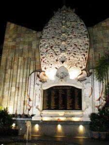 Monumento para conmemorar atentado