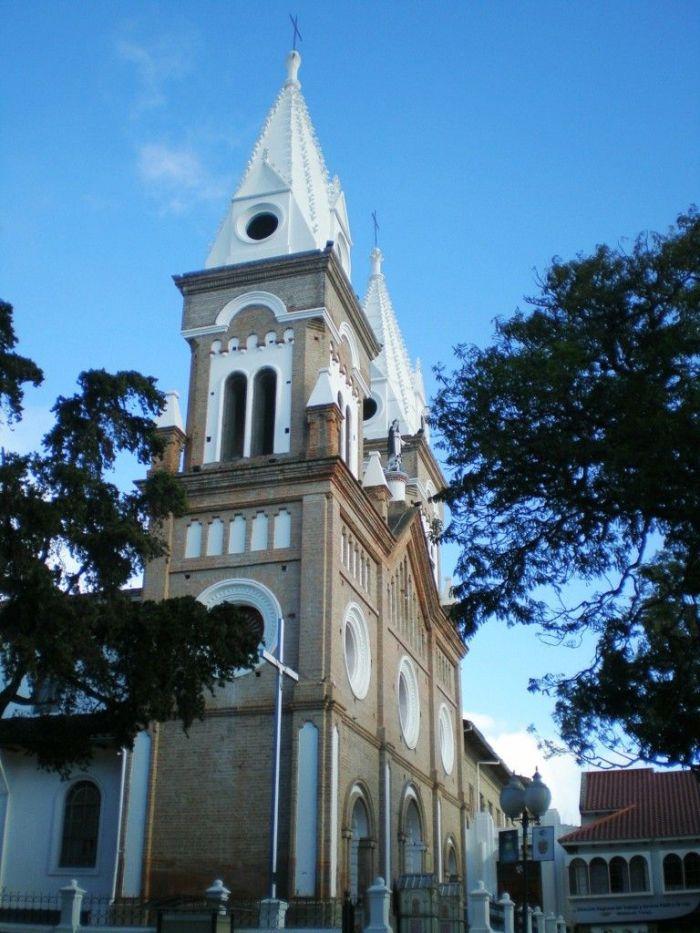Iglesias de Loja, Ecuador