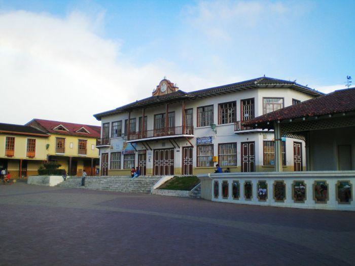 Plaza central de Loja, Ecuador