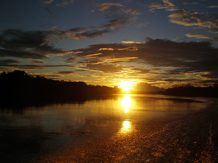Atardecer en Pacaya Samiria Amazonas Perú