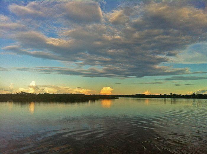 Atardecer desde el barco carguero de Yurimaguas a Iquitos - Amazonia