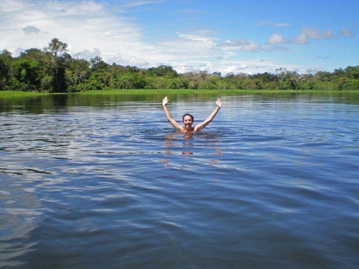 Nadando en una cocha de Nauta