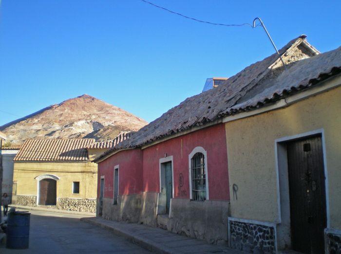 Casitas con el Cerro Rico de Fondo