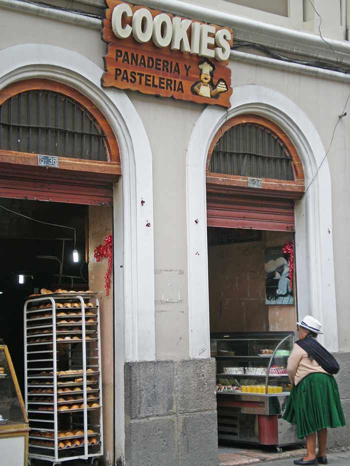 Calles y tiendas en Cuenca, Ecuador