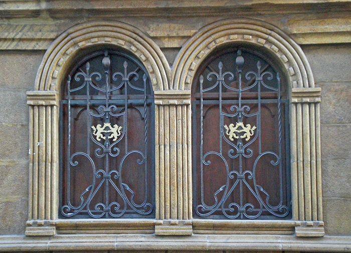 Detalles en las ventanas de las calles de Potosi