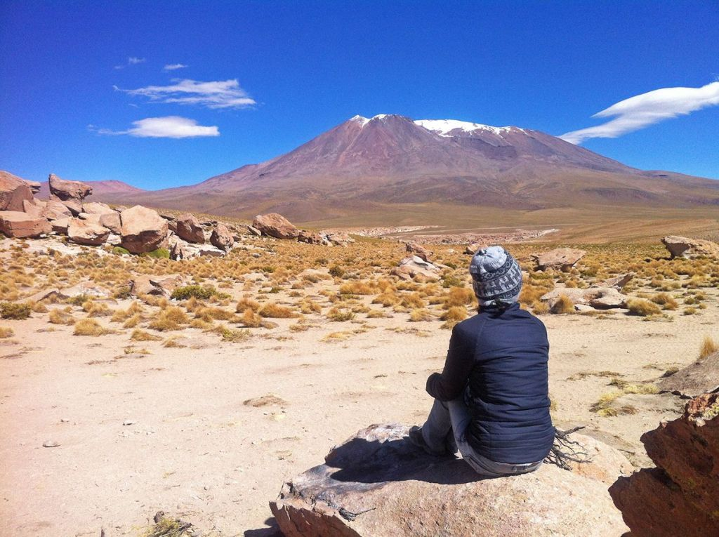 Contemplando el paisaje SALAR DE UYUNI