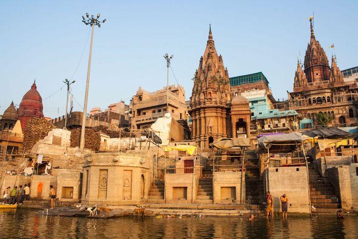 Cremaciones en Varanasi - Uno de los Ghats cercanos al crematorio principal